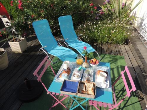 Cabane Blanche - Petit déjeuner servi sur terrasse